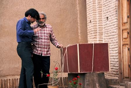 سید مرتضی سبزقبا(کارگردان) و محمد رضا صانعیان(بازیگر) در پشت صحنه ی فیلم